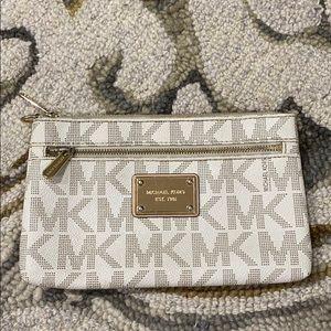 💕 Michael kors jet set wristlet makeup bag 💕